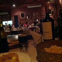 Foto tirada no(a) Emporio Luna Pizzaria por Dan P. em 12/1/2012