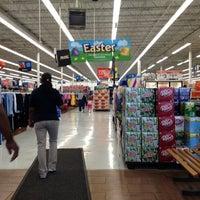 Das Foto wurde bei Walmart von Angel N. am 3/22/2012 aufgenommen