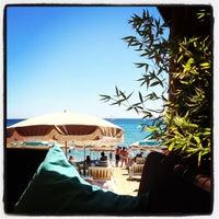 Photo taken at Café Est 83 Siesta Beach by Baton M. on 8/7/2012