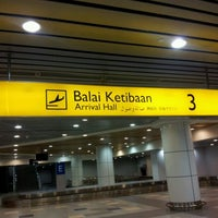 Photo taken at Arrival Hall (Terminal 2) by Mizzienho S. on 3/22/2012