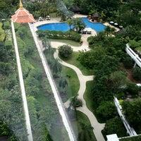 Photo taken at Shangri-La Hotel by Talaengsak on 8/15/2012