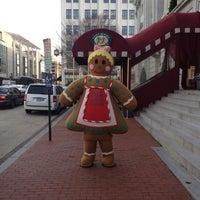 Foto tomada en Downtown Holiday Market por Mickey M. el 12/22/2011