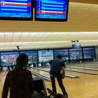 Foto tomada en Sam's Town Bowling Center  por Warren S. el 5/28/2012