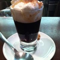 Foto diambil di Caffè Latte oleh KELY pada 9/12/2011