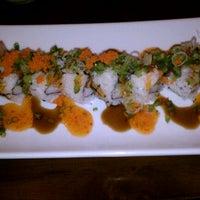 Photo prise au Domo Sushi par Tamara N. le10/28/2011