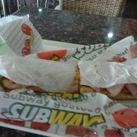 Foto tirada no(a) Subway por Aldemir N. em 1/27/2012