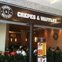 รูปภาพถ่ายที่ Crepes & Waffles โดย Tha Pa M. เมื่อ 12/16/2011