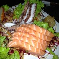 Foto tirada no(a) Sakanã Sushi & Hand Rolls por Claudio C. em 5/25/2012