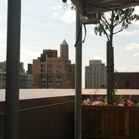 Das Foto wurde bei Gansevoort Park Rooftop von Ashley C. am 7/3/2012 aufgenommen