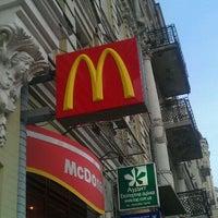 Снимок сделан в McDonald's пользователем Roman G. 12/19/2011