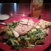 Photo taken at Red Robin Gourmet Burgers by Nick K. on 2/1/2012