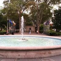 Foto tirada no(a) Washington Square por Colleen B. em 8/25/2011