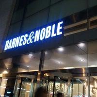 Снимок сделан в Barnes & Noble пользователем GlobalTrader4Life O. 12/3/2011