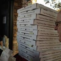 Foto scattata a Grimaldi's Pizzeria da PJ S. il 4/7/2012