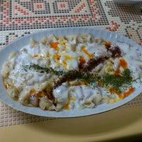 Photo taken at Öz Kafeterya Kayseri Mantıcısı by Altan K. on 1/5/2012