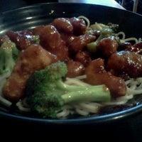 Foto scattata a Fire Bowl Cafe da Violet W. il 12/14/2011