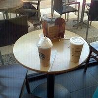 Foto diambil di Starbucks oleh krMemo R. pada 9/17/2011