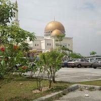 Photo taken at Masjid As-Salam (مسجد السلام) by Fahmi K. on 11/11/2011