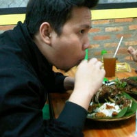 Photo taken at Bebek Goreng Kremes Monggo by anna j. on 9/17/2011