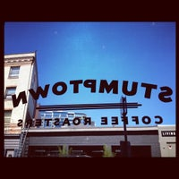 Foto tirada no(a) Stumptown Coffee Roasters por Hannah T. em 8/30/2012