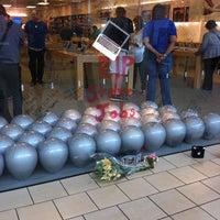 10/6/2011에 Rebecca A.님이 Apple Memorial City에서 찍은 사진