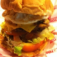 Foto scattata a Houston Original Hamburgers da Leandro H. il 3/14/2012