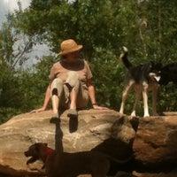 รูปภาพถ่ายที่ Piedmont Park Dog Park โดย Ashley เมื่อ 5/14/2011