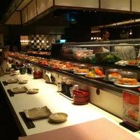 Foto tirada no(a) Sushi Tei por Gerald L. em 10/22/2011