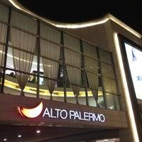 Foto tomada en Alto Palermo Shopping por René F. el 3/23/2012