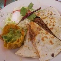 Foto tomada en La Parrilla Mexican Restaurant por Tiffany F. el 8/20/2011