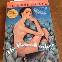 Das Foto wurde bei Unabridged Books von David P. am 5/23/2012 aufgenommen