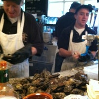 Photo prise au Union Oyster House par Lisa Ann M. le6/11/2011