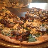 Das Foto wurde bei Emma's Pizza von Christine L. am 6/10/2012 aufgenommen