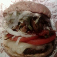 Photo taken at Red Robin Gourmet Burgers by Robert B. on 11/19/2011