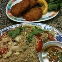 รูปภาพถ่ายที่ Sanamluang Café โดย Bongski B. เมื่อ 9/28/2011