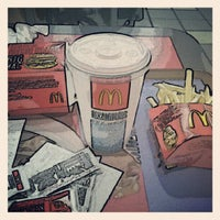 Foto tomada en McDonald's por Pablon B. el 5/10/2012