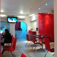 Foto tomada en Kashi Sushi & Bar por CARLOS G. el 12/22/2011