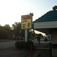Photo taken at Tacos El Rey De Oro by Alan G. on 8/4/2012
