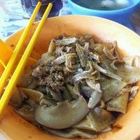 Photo taken at Restoran Mayiang Jaya by Ben 四. on 1/15/2012