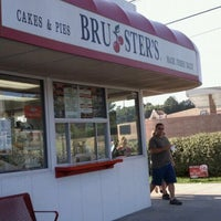 Photo taken at Bruster's Real Ice Cream by Lynette V. on 7/10/2011