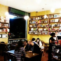 Foto tirada no(a) Maya Café por Cicero R. em 11/7/2011