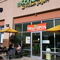 Photo taken at Moonberries Frozen Yogurt by ECrab 🌐🌎🌐 on 11/20/2011