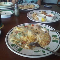 Photo taken at Olive Garden by D.j. W. on 7/28/2012