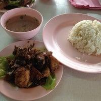 Foto diambil di Mancongkam Chicken Rice oleh JoaNini pada 4/2/2012