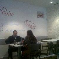 Foto tomada en Al Panino por Ana C. el 10/25/2011