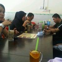 Photo taken at Restoran Balikpapan Seafood by Akasyah M. on 10/12/2011