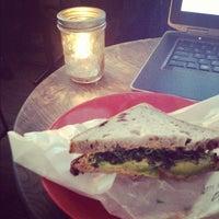 รูปภาพถ่ายที่ Kaffe 1668 โดย Sara G. เมื่อ 4/11/2012