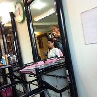 Photo taken at ร้านทำผมพี่จิต by NuuNueng on 9/3/2011