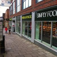 Photo prise au M&S Simply Food par Kim T. le11/12/2011