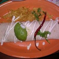 Foto tomada en La Parrilla Mexican Restaurant por Lillian D. el 6/23/2012